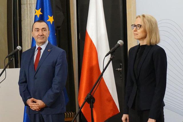 Minister T. Czerwińska wraz z zastępcą dyrektora Zbigniewem Wilińskim rozpocznają konferencję nt. JPK